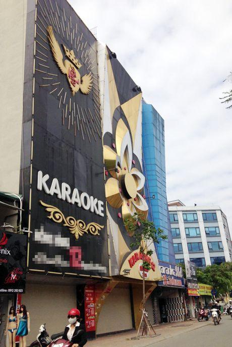 Can canh nhung bien quang cao karaoke kich thuoc 'khung' - Anh 2