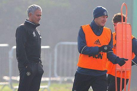 Mourinho giai thich ly do goi lai Schweinsteiger - Anh 1