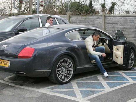 Cristiano Ronaldo 'thanh ly' xe sang Bentley gia 1,64 ty - Anh 1