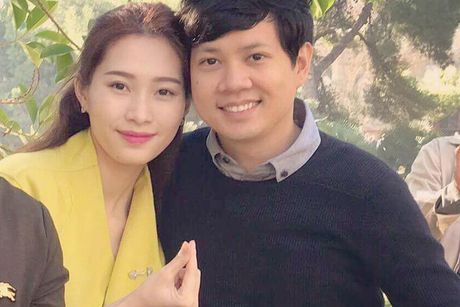 HH Dang Thu Thao tinh tu ben ban trai o troi Tay - Anh 1