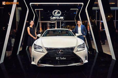 Xe tien ty Lexus RC noi bat tai Tuan le thoi trang 2016 - Anh 3