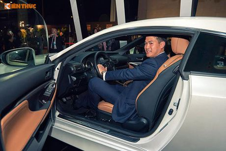 Xe tien ty Lexus RC noi bat tai Tuan le thoi trang 2016 - Anh 6