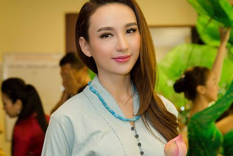 Ngoc Diem do sac cung Hoa hau Bien Ninh Hoang Ngan - Anh 1