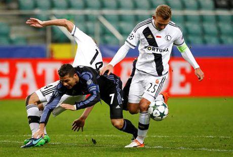 Ronaldo 'im lang', Real Madrid suyt bai tran tai Ba Lan - Anh 2