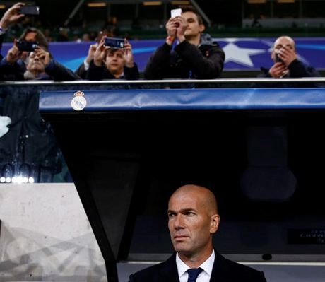 Ronaldo 'im lang', Real Madrid suyt bai tran tai Ba Lan - Anh 3