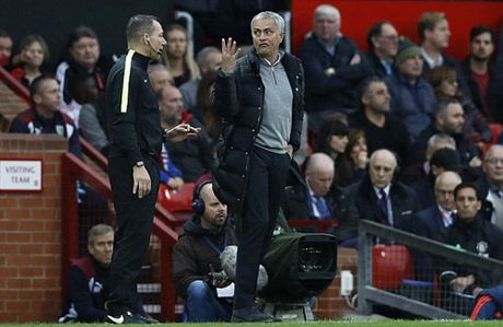 FA chinh thuc chot an phat cho Mourinho - Anh 2