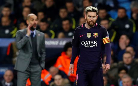 Thuc hu chuyen Messi doi 'xu dep' cau thu Man City vi bi chui ngu - Anh 1
