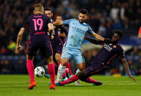 Thuc hu chuyen Messi doi 'xu dep' cau thu Man City vi bi chui ngu - Anh 2