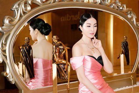 MC Thanh Mai khoe vai tran goi cam giua troi dong Ha Noi - Anh 5