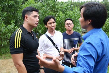 Binh Minh, Nguyen Hong Thuan doi mua tang qua, xay nha cho nguoi dan vung lu - Anh 3