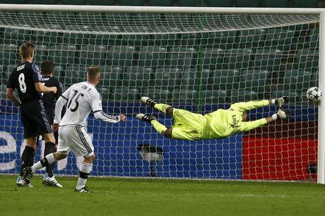 Ronaldo tit ngoi trong tran cau 6 ban thang o Warsaw - Anh 4