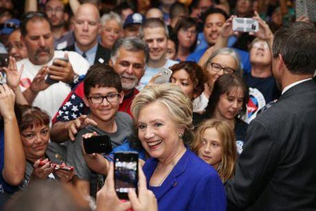 Hai cuu tong thong Bush bo phieu cho ba Clinton? - Anh 1