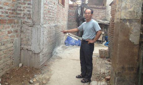 Dan Phuong, Ha Noi: Xa 'bat den xanh' cho mot ho dan lan chiem ngo di chung? - Anh 1
