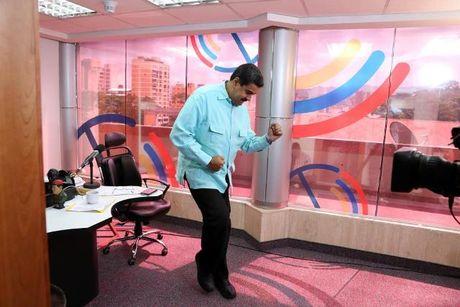 Chuong trinh radio thu vi cua Tong thong Venezuela - Anh 1
