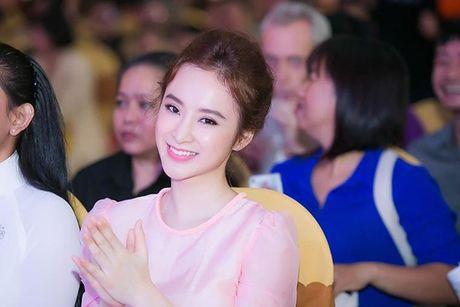 Angela Phuong Trinh: Gai ngoan hay chi 'dien sau' de noi tieng - Anh 1