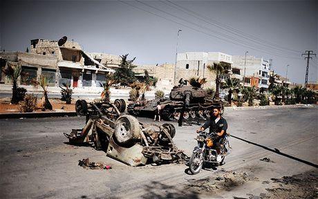 Syria: Tan cong o at tai Aleppo, phien quan mat gan 2.500 tay sung - Anh 1