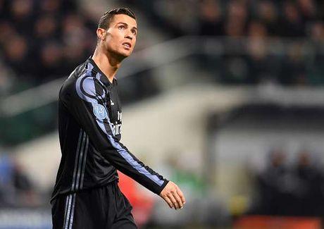 Dau an Ronaldo trong tran hoa Legia: Vo duyen, cau gian va hai huoc - Anh 1