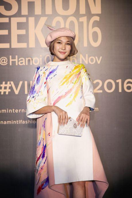 Dan sao Viet ram ro khoe sac tai Vietnam International Fashion Week - Anh 10