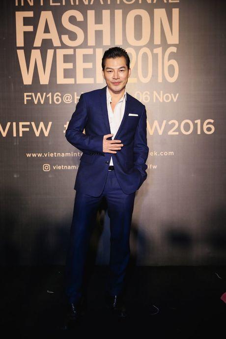 Dan sao Viet ram ro khoe sac tai Vietnam International Fashion Week - Anh 12