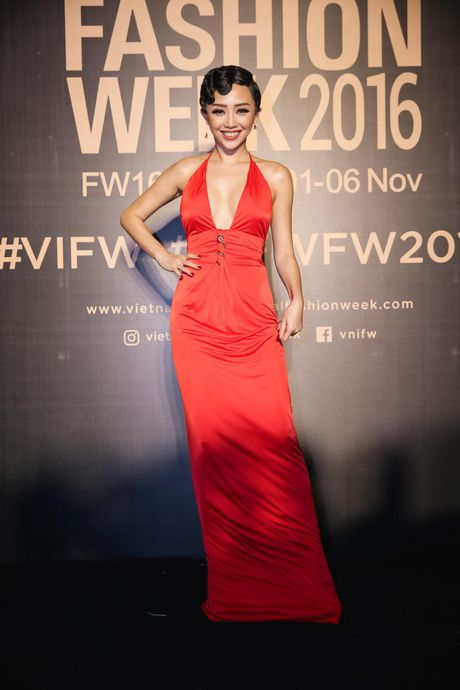Dan sao Viet ram ro khoe sac tai Vietnam International Fashion Week - Anh 13