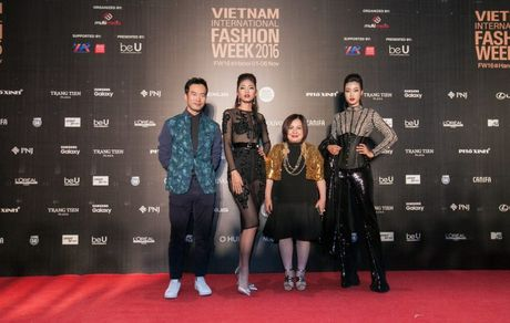 Dan sao Viet ram ro khoe sac tai Vietnam International Fashion Week - Anh 1
