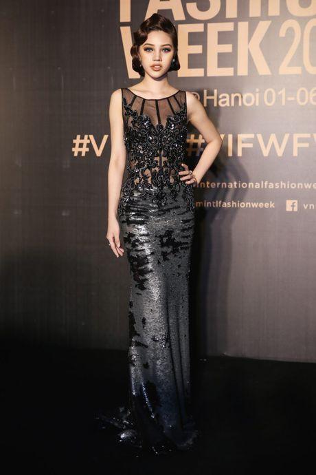 Dan sao Viet ram ro khoe sac tai Vietnam International Fashion Week - Anh 3