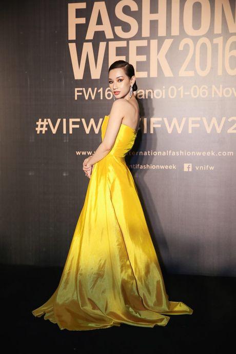 Dan sao Viet ram ro khoe sac tai Vietnam International Fashion Week - Anh 5