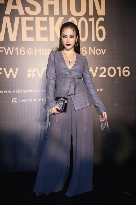 Dan sao Viet ram ro khoe sac tai Vietnam International Fashion Week - Anh 7