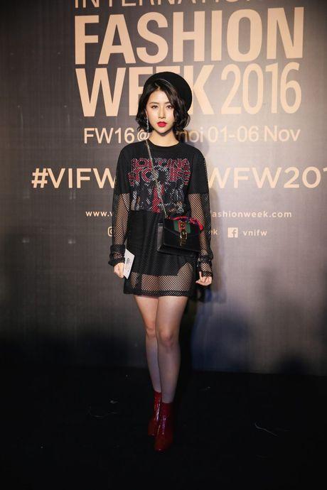 Dan sao Viet ram ro khoe sac tai Vietnam International Fashion Week - Anh 8