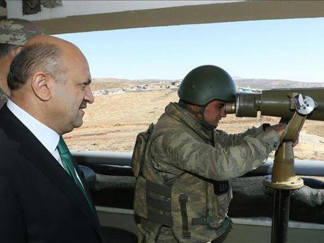 Ankara sap hoan tat 'Van ly truong thanh' doc bien gioi voi Syria - Anh 1