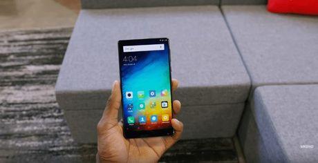 "Chiec Xiaomi Mi MIX man hinh ""khong vien"" se ra sao khi bi roi? - Anh 3"