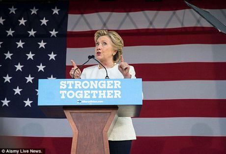James Franco 'khoa than' de ung ho Hillary Clinton - Anh 2