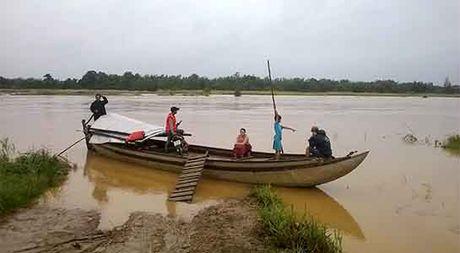 Quang Ngai: Hoc sinh thanh pho khon don giua oc dao - Anh 1