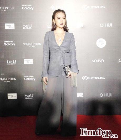 Angela Phuong Trinh sac lanh, Do My Linh ca tinh tren tham do - Anh 1