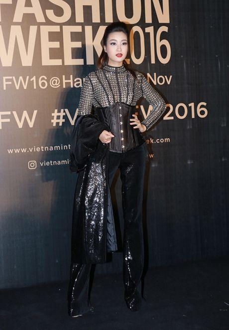 Angela Phuong Trinh sac lanh, Do My Linh ca tinh tren tham do - Anh 3