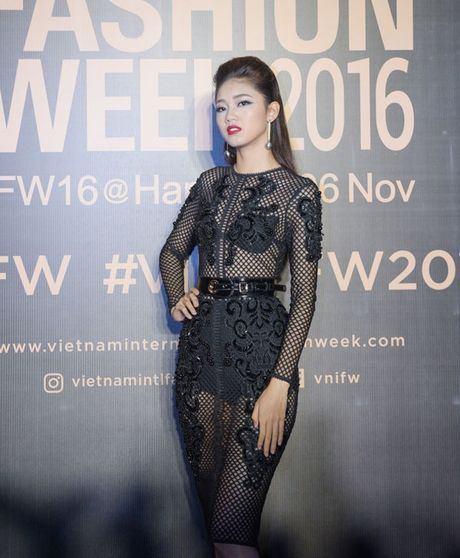 Angela Phuong Trinh sac lanh, Do My Linh ca tinh tren tham do - Anh 4