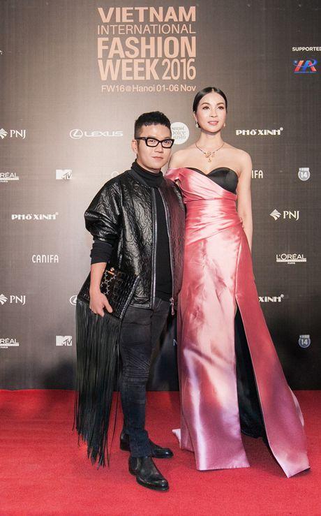 Angela Phuong Trinh sac lanh, Do My Linh ca tinh tren tham do - Anh 8