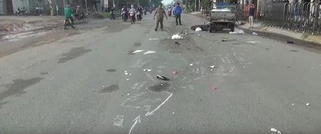 TP Ho Chi Minh: Dam nhau voi xe ba gac may, mot phu nu chet tham - Anh 1
