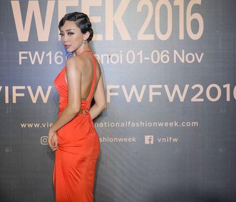 Lam Chi Khanh do 'nguc khung' voi dan my nhan Viet - Anh 5