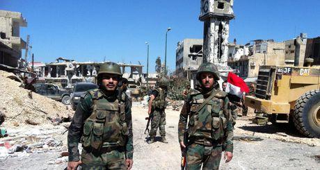 Video chien su Syria: IS tan cong duong tiep van Aleppo ho tro cho Al Qaeda Syria - Anh 1