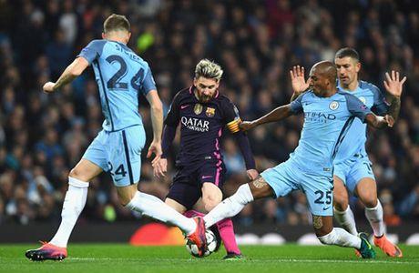 Tro ly HLV va tien ve Man City bi nghi xuc pham Messi - Anh 1