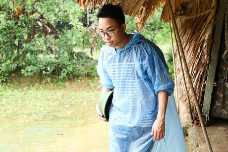 Binh Minh va nhac si Nguyen Hong Thuan doi mua cuu tro, xay nha cho nguoi dan vung lu - Anh 11