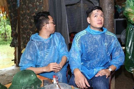 Binh Minh va nhac si Nguyen Hong Thuan doi mua cuu tro, xay nha cho nguoi dan vung lu - Anh 12