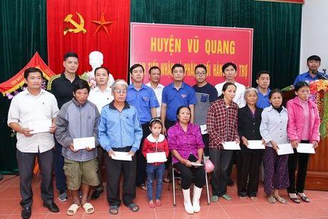 Binh Minh va nhac si Nguyen Hong Thuan doi mua cuu tro, xay nha cho nguoi dan vung lu - Anh 8