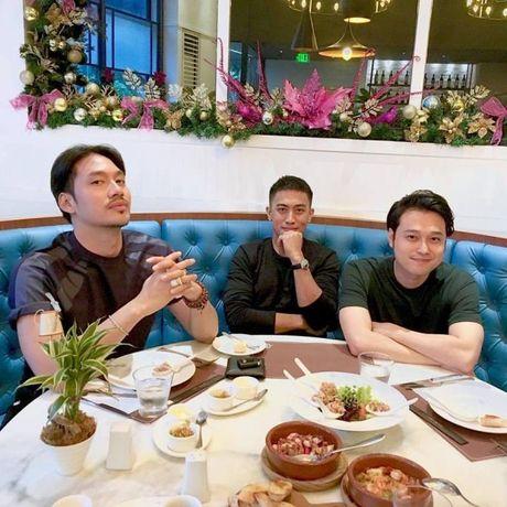 Ai bao da 'cach mat' nhau, Quang Vinh van xuat hien vui ve voi Ly Qui Khanh - Anh 2