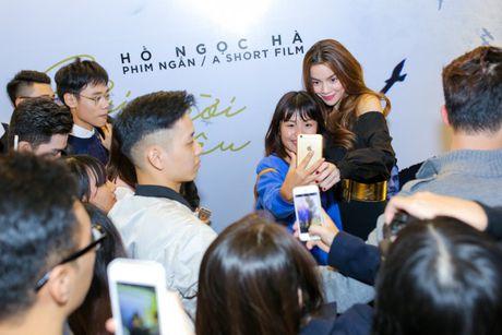 Ha Ho rang ngoi ben Phi Phuong Anh, tu nhan da lam fan Ha Noi buon - Anh 10
