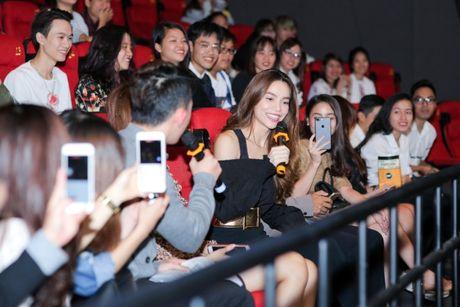 Ha Ho rang ngoi ben Phi Phuong Anh, tu nhan da lam fan Ha Noi buon - Anh 6