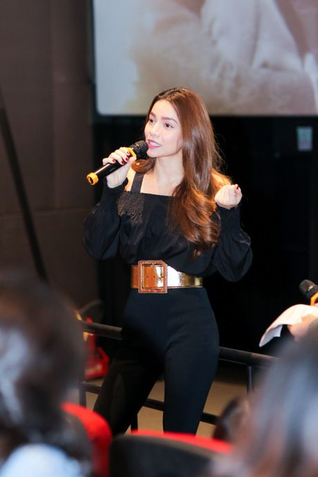 Ha Ho rang ngoi ben Phi Phuong Anh, tu nhan da lam fan Ha Noi buon - Anh 7