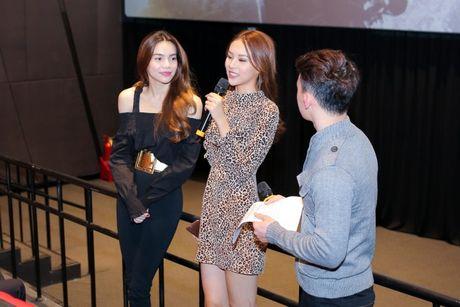 Ha Ho rang ngoi ben Phi Phuong Anh, tu nhan da lam fan Ha Noi buon - Anh 8