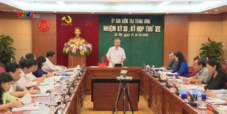 Uy ban Kiem tra TW: De nghi canh cao cuu Bo truong Vu Huy Hoang - Anh 1